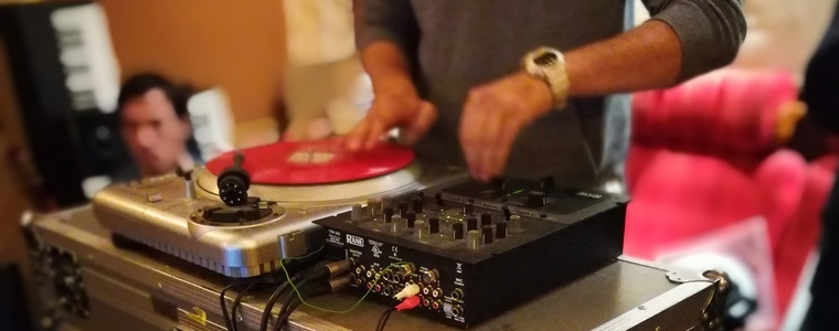 DJ aux platines